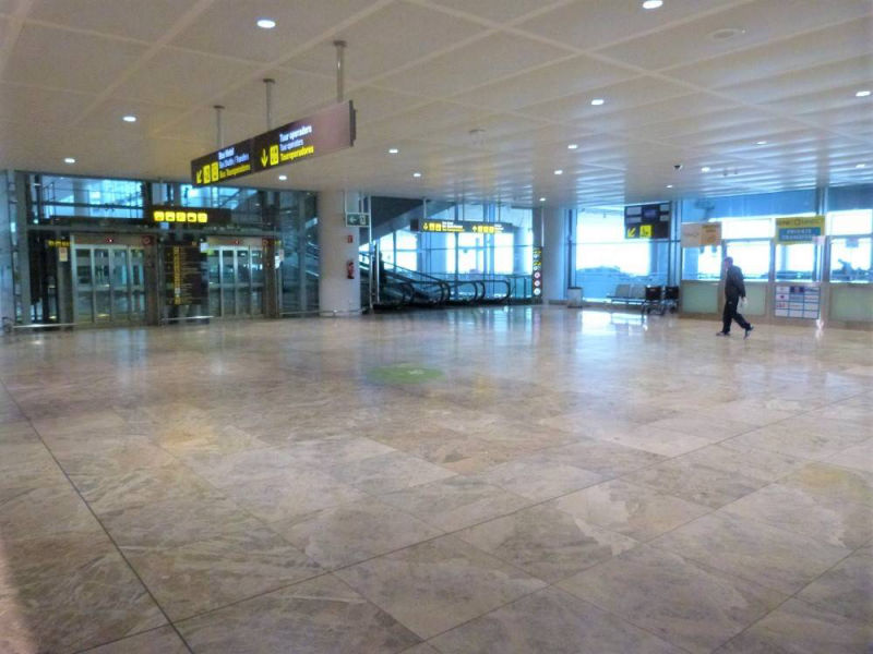 Alicante airport arrivals hall, lifts down to airport shuttle transfer desks.